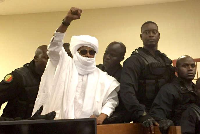 L'ex-dictateurtchadienHissène Habré, le 30 mai 2016 à Dakar, à l'annonce de sa condamnation à à la réclusion à perpétuité par le tribunal desChambres africaines extraordinaires.