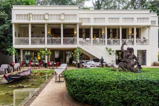 Chez «Monsieur le gouverneur», Le FCC Hotel.