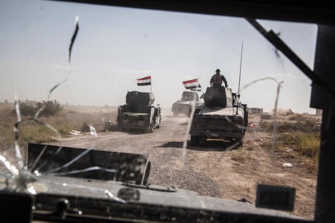 Des blindés de la Division d'or, sur le front faisant face à Suhada, le faubourg sud de Fallouja, le 31 mai 2016.