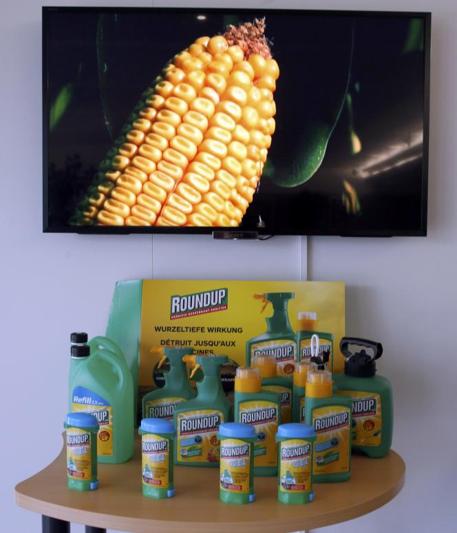 Le glyphosate, le pesticide le plus utilisé au monde, est notamment le principal composant du célèbre herbicide Roundup (ici sur le site européen de son fabricant, l'américain Monsanto, àMorges, en Suisse).