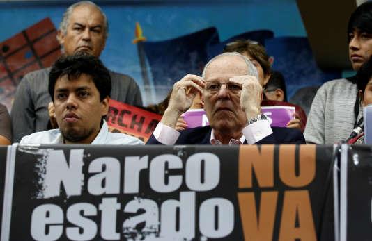 Pedro Pablo Kuczynski (à droite), lors d'un meeting à Lima, le 30 mai 2016