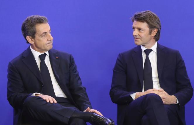 Nicolas Sarkozy et François Baroin pendant le congrès de l'Association des maires de France, à Paris, le 1er juin.