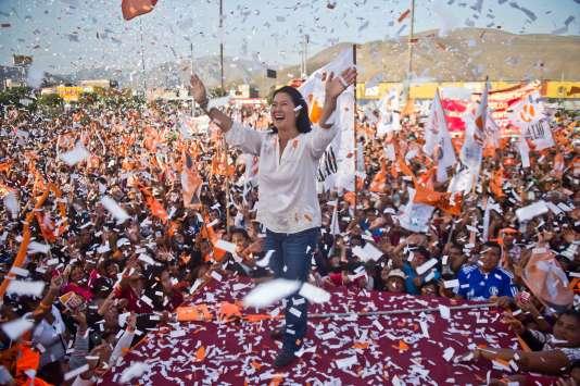 La candidate Keiko Fujimori, favorite des sondages pour le second tour de la présidentielle organisé le 5 juin, lors d'une réunion publique àLima le 31 mai 2016.