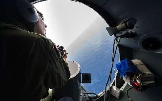 Lors des recherches de la carlingue de l'avion le 22 mai 2016.