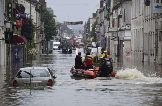 A Nemours (Seine-et-Marne), le 1er juin 2016. Au plus fort de la crue, le niveau des eaux a atteint4,63 mètres. Soit près de 40 cm de plus que la crue de référence, celle de janvier 1910.