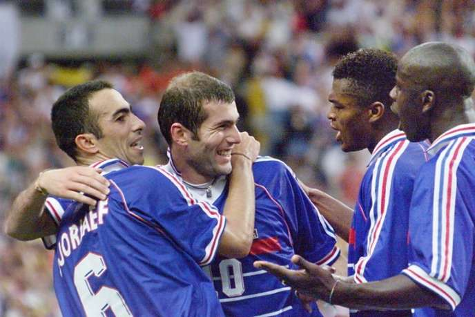 Zinedine Zidane, Youri Djorkaeff, Lilian Thuram et Marcel Desailly, le 12 juillet 1998 à Saint-Denis.