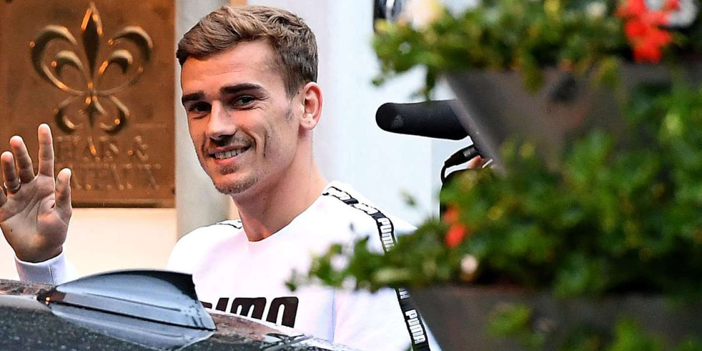 France's forward Antoine Griezmann arrives at the hotel in Neustift im Stubaital, on May 31, 2016,  as part of the team's preparation for the upcoming Euro 2016 European football championships.  / AFP / FRANCK FIFE