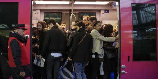 Gare Saint-Lazare, untrain du réseau Transilien.
