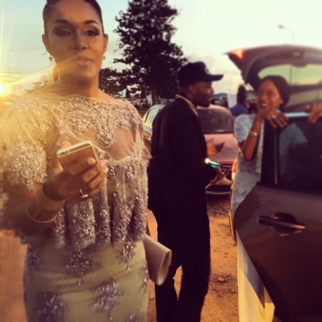 L'actrice ivoirienne, Aurélie Eliam, dans les embouteillages de Lagos, avant d'embarquer pour le volAF 0149 pour Paris.