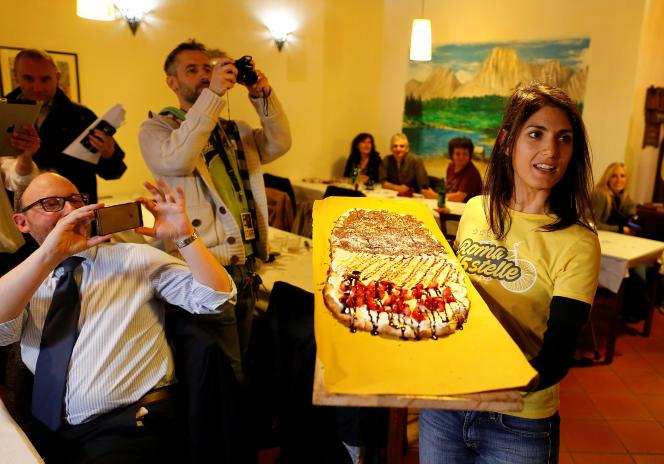 Virginia Raggi, candidate à la mairie de Rome pour le Mouvement 5 étoiles, dans la capitale italienne le 19 mai.