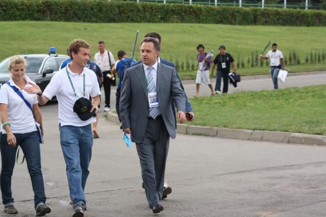 Vitaly Stepanov en compagnie de Vladimir Mutko, ministre russe des sports, en avril 2009 à Moscou.