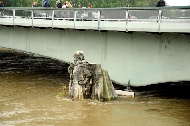 «Le Zouave» du pont de l'Alma.