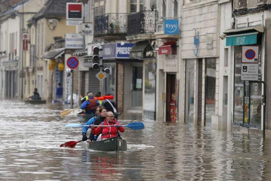 Les rues inondées de Nemours (Seine-et-Marne), le 2 juin.