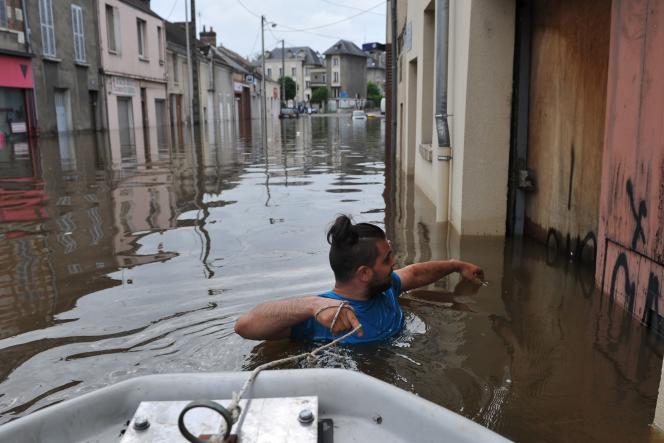 Dans les rues inondées de Montagis le 1er juin.