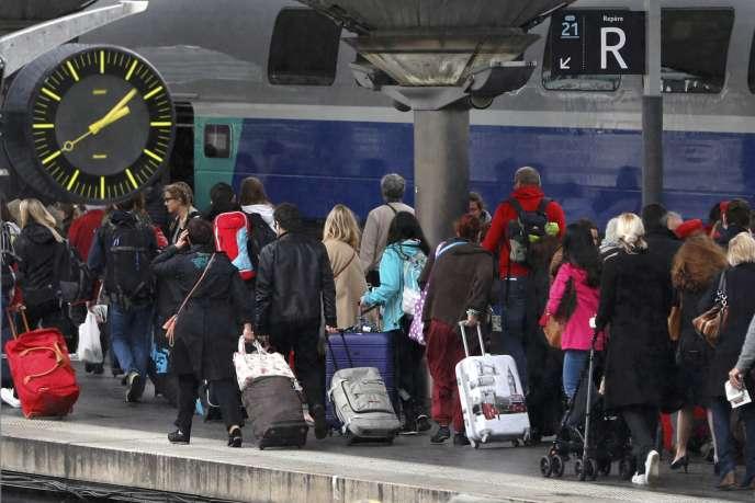 Des passagers, Gare de Lyon, le 2 juin à Paris.