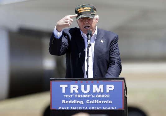 Donald Trump a essuyé de nouvelles critiques après avoir évoqué un Afro-Américain présent à un meeting à Redding, en Californie. Il a lancé à l'assistance : « Regardez mon Afro-américain par ici, regardez-le ».