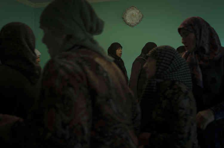Les Tchétchènes de Géorgie dancent le zikr pour prier dans la mosquée soufie de Duisi.