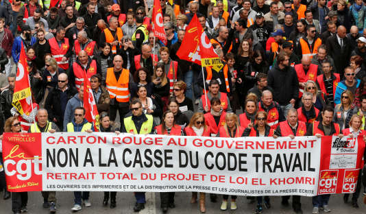Un cortège de la CGT lors d'une manifestation contre la loi travail à Marseille, le 31mars 2016.