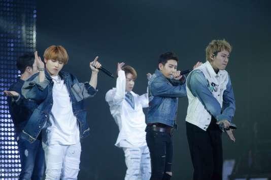 Le groupe sud-coréen Block B lors de leur concert donné à Bercy, le 2 juin 2016.