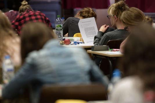 Examen du bac 2015. AFP PHOTO / FREDERICK FLORIN / AFP PHOTO / FREDERICK FLORIN