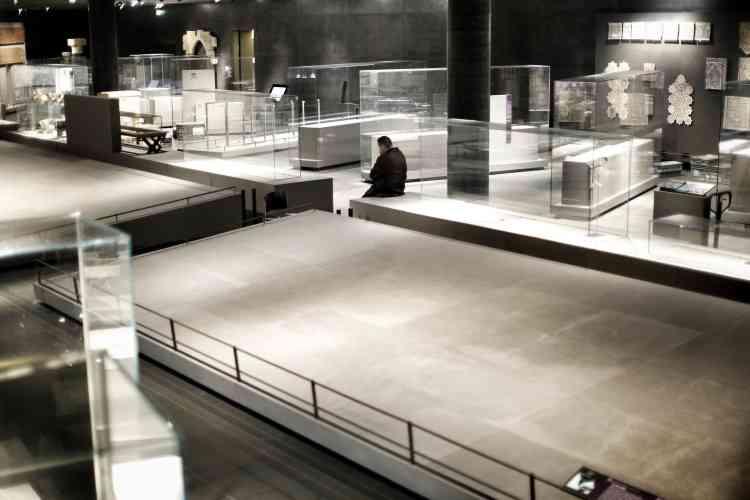 Dans le pavillon des arts d'Islam.Après le Louvre, le Musée d'Orsay et la Bibliothèque nationale de France, le Grand Palais a rejoint la liste des établissements culturels parisiens situés près de la Seine qui ont décidé de fermer leurs portes face à la crue du fleuve.