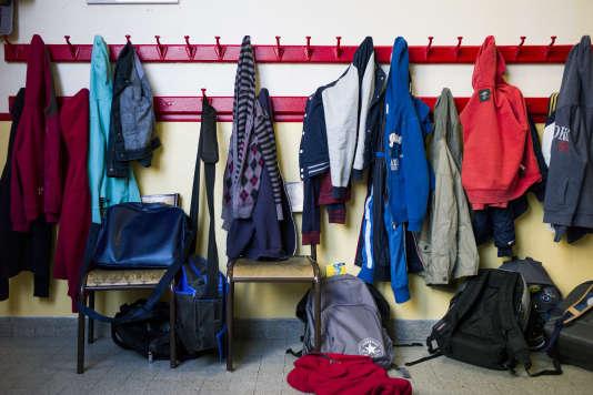 Des vêtements d'écoliers le 9 septembre 2014, à Paris.