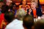 Hillary Clinton lors d'une rencontre avec des électeurs dans un restaurant dePerris, en Californie, le 2 juin 2016.