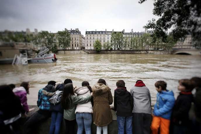 Les quais de la Seine inondés, à Paris, le 3 juin.
