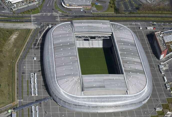 « La France n'a pas construit ces stades pour organiser l'Euro ; elle s'est au contraire portée candidate à l'organisation de l'Euro pour renouveler son parc de stades»(Photo: stade Pierre-Mauroy, à Lille, avril 2016).