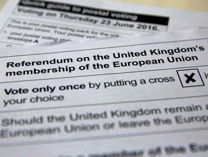 Un bulletin de vote pour le référendum sur le maintien ou non du Royaume-Uni au sein de l'UE.