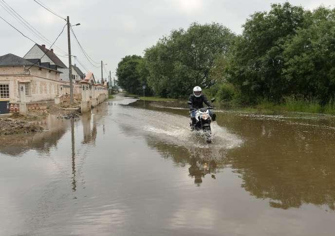 Inondation à Saint-Pierre-lès-Elbeuf, en Normandie, le 5 juin.