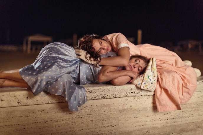 Valeria Bruni-Tedeschi et Micaela Ramazzotti dans le film italien et français de Paolo Virzi, « Folles de joie» («La Pazza Gioia»).