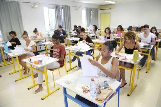 Les épreuves du bac ne sont pas organisées aux mêmes dates dans les centres étrangers et en métropole.