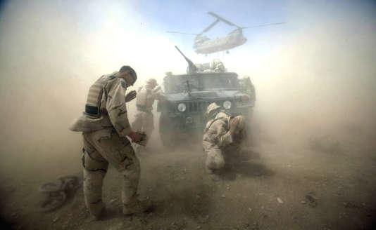 Une photo de David Gilkey prise en août 2004 dans la province de Kandahar, enAfghanistan. Le photographe était alors intégré à l'armée américaine pour le journal « Detroit Free Press ».
