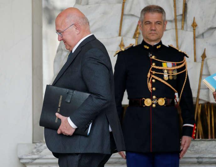 Michel Sapin arrive à l'Elysée pour le conseil des ministres, le 11 mai