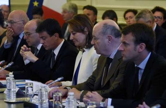 Michel Sapin, Bernard Cazeneuve, Manuel Valls, Segolene Royal, Jean-Yves Le Drian et Emmanuel Macron, le 6 juin à Paris.