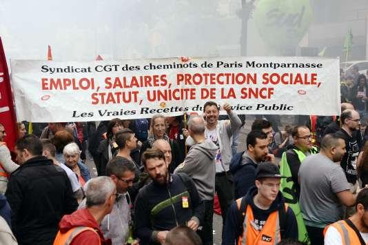 Des salariés de la SNCF manifestent à Paris, le 6juin.