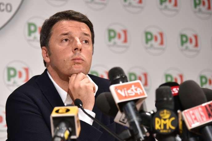Le président du conseil italien, Matteo Renzi, lors d'une conférence de presse après le premier tour des élections municipales, lundi 6 juin 2016, à Rome.