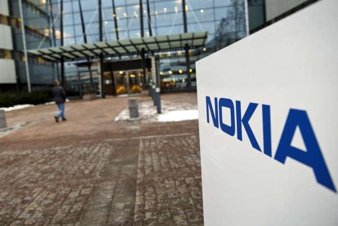 La chute de Nokia symbolise les déboires de l'industrie électronique finlandaise, pilier de l'économie du pays