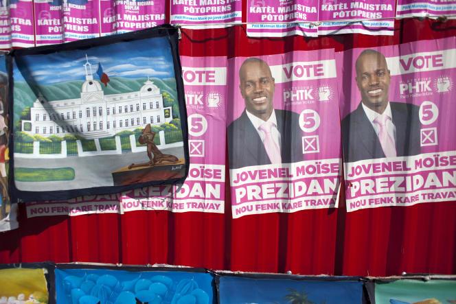 Des affiches de campagne à Port-au-Prince, le 10 octobre 2015 avant le premier tour de l'élection présidentielle, depuis annulé.
