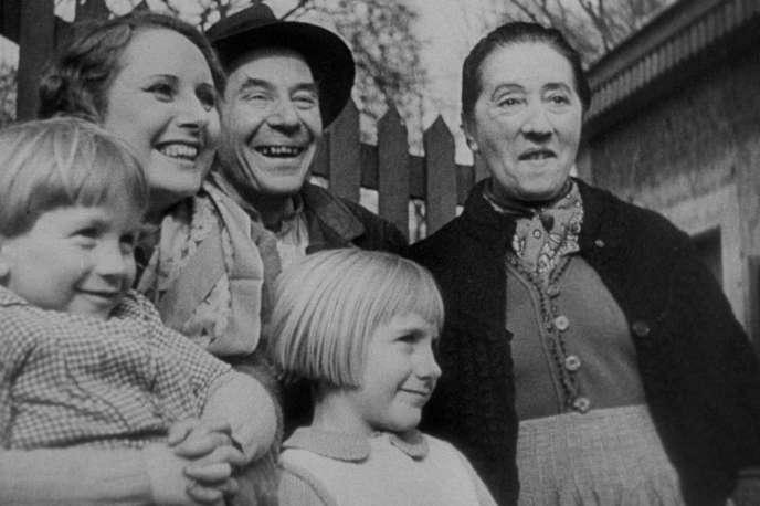 Une scène du film français de Jean Renoir, « La vie est à nous» (1936).