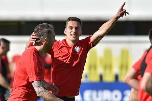 Arkadiusz Milik s'entraîne à fêter des buts.