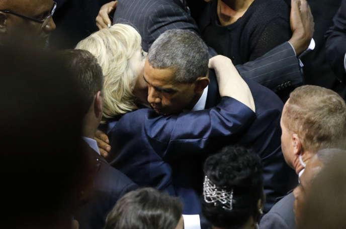 Barack Obama et Hillary Clinton, lors de la cérémonie d'hommage à la mémoire du révérendClementa Pinckney, assassiné lors de la tuerie de Charleston, dans le nuit du17 au 18juin2015.