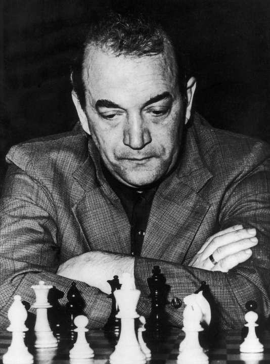Viktor Kortchnoï, en 1974, face àAnatoli Karpov.
