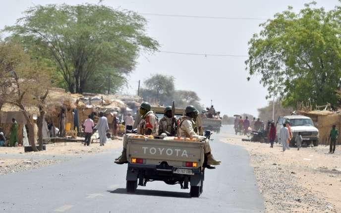 Une patrouille de soldats nigériens entre Diffa et Bosso, le 7 juin 2016