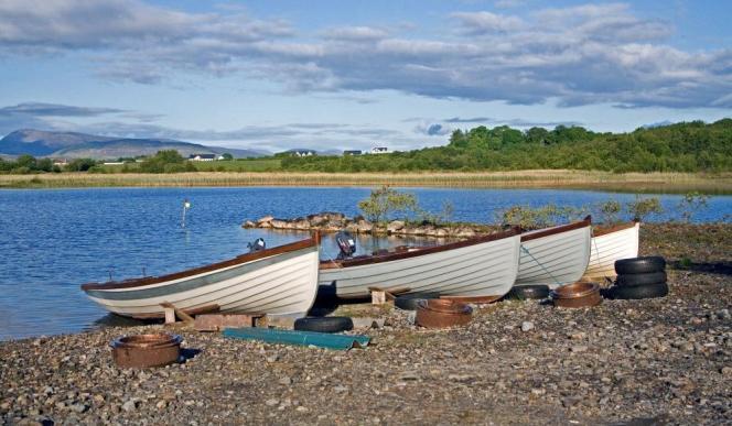 En été, les fans de pêche se retrouvent sur les eaux poissonneuses du lac de Conn.