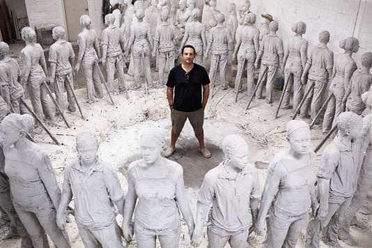 L'artiste britannique Jason deCaires Taylor au milieu de ses statuesà Lanzarote aux Canaries.