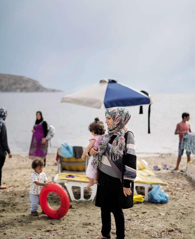 Les réfugiés bloqués à Leros en mai 2016 attendent de savoir s'ils seront relocalisés dans un pays européen ou renvoyés en Turquie.