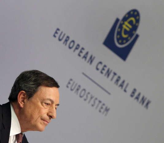 Mario Draghi, président de la Banque centrale européenne, au siège de l'établissement, à Francfort, le 21 avril.