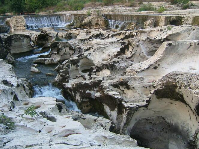 Les Cascades de Sautadet, à La Roque-sur-Cèze, et ses marmites de géants creusées dans le calcaire.